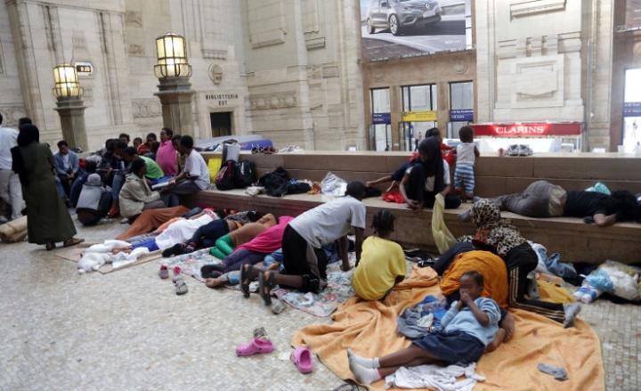 CroppedImage720439-Emergenza-immigrati-a-Milano-stazione-allestita-a-centro-di-accoglienza-sospetto-caso-di-malaria2